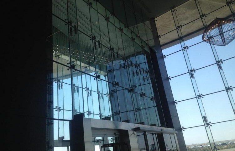 نمای شیشه ایی